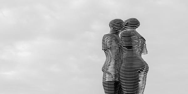 مجسمه علی و نینو باتومی